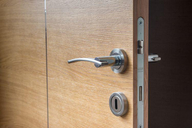 postup_ako_vybrat_dvere